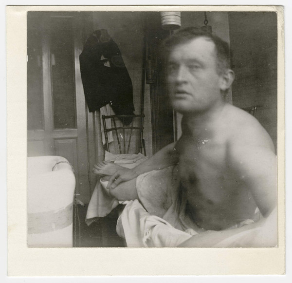 08-edvard-munch-autoportrait-a-la-marat-clinique-jacobson-1908-1909-600x581