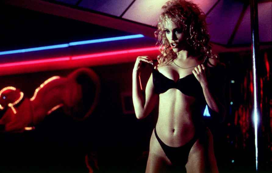 2048x1536-fit_elizabeth-berkeley-showgirls-pail-verhoeven