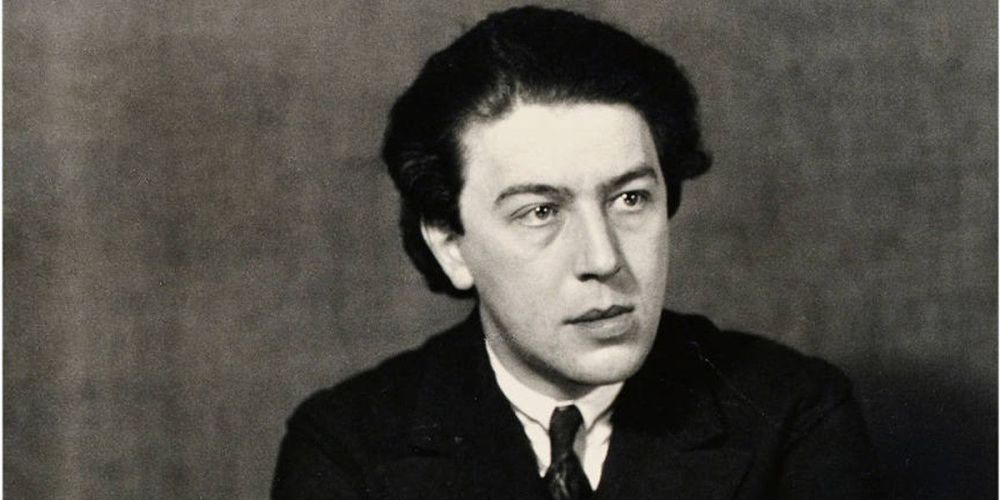 Andre-Breton-Photo-of-the-artist-by-Man-Ray-1932-Image-via-theredlistcom
