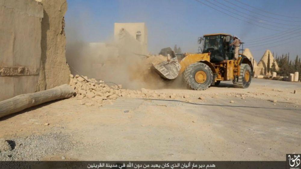 Destruction-par-les-terroristes-de-Daech-du-monastère-de-Mar-Elian-en-Syrie-2