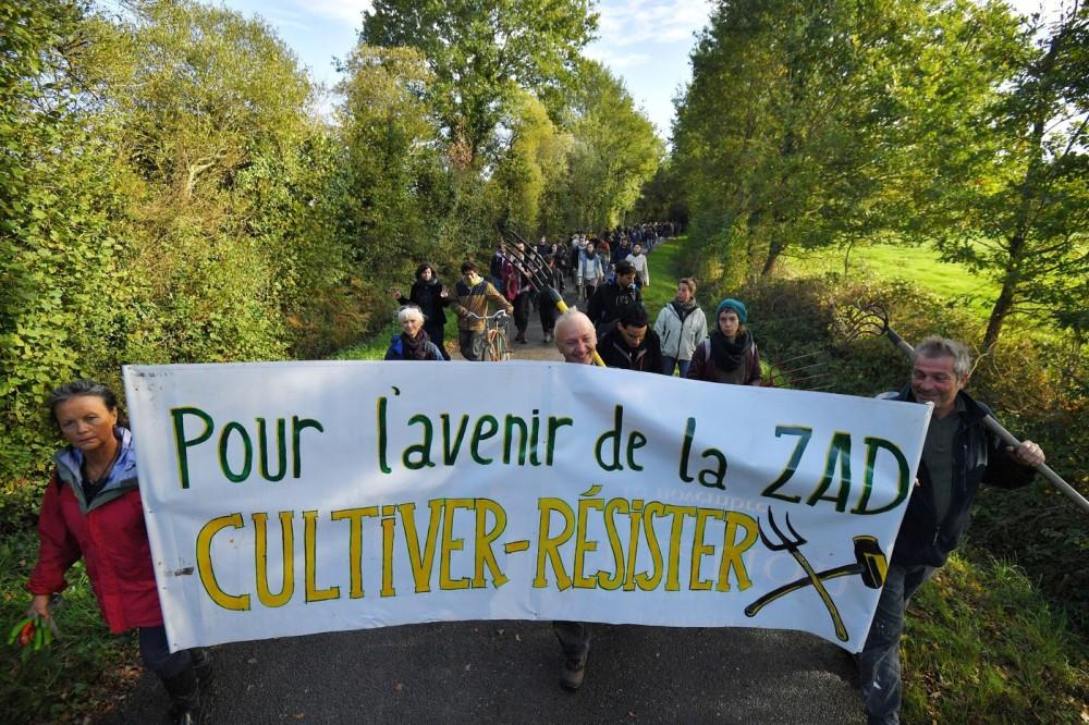 centaines-personnes-participent-marche-contre-projet-daeroport-21-octobre-2017-Zad-Notre-Dame-Landes_0_1399_933