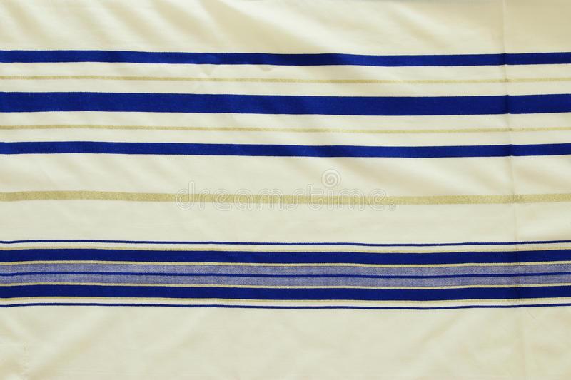 châle-de-prière-blanc-fond-de-tallit-symbole-religieux-juif-97215068