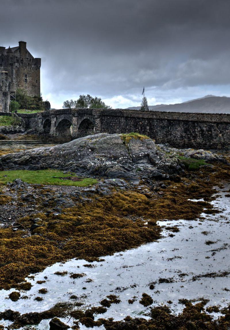 ECOSSE EN VOITURE DE COLLECTION. L ECOSSE EN MORGAN 4/4. Eilean Donan Castle.