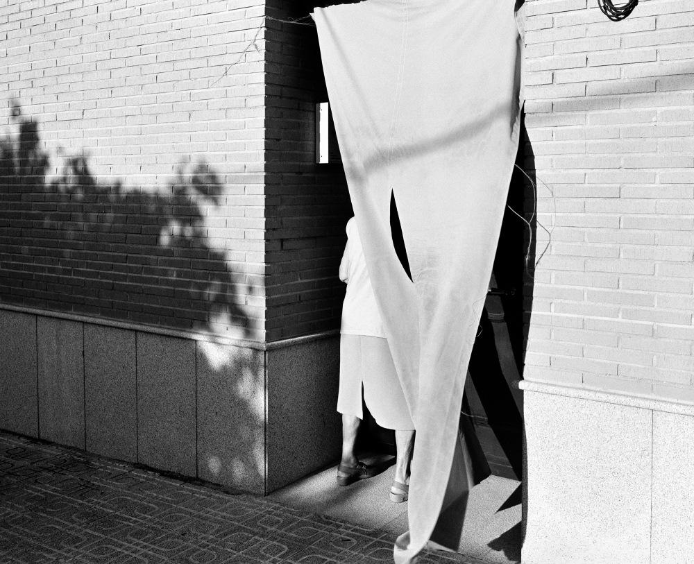 mujer cortina 001