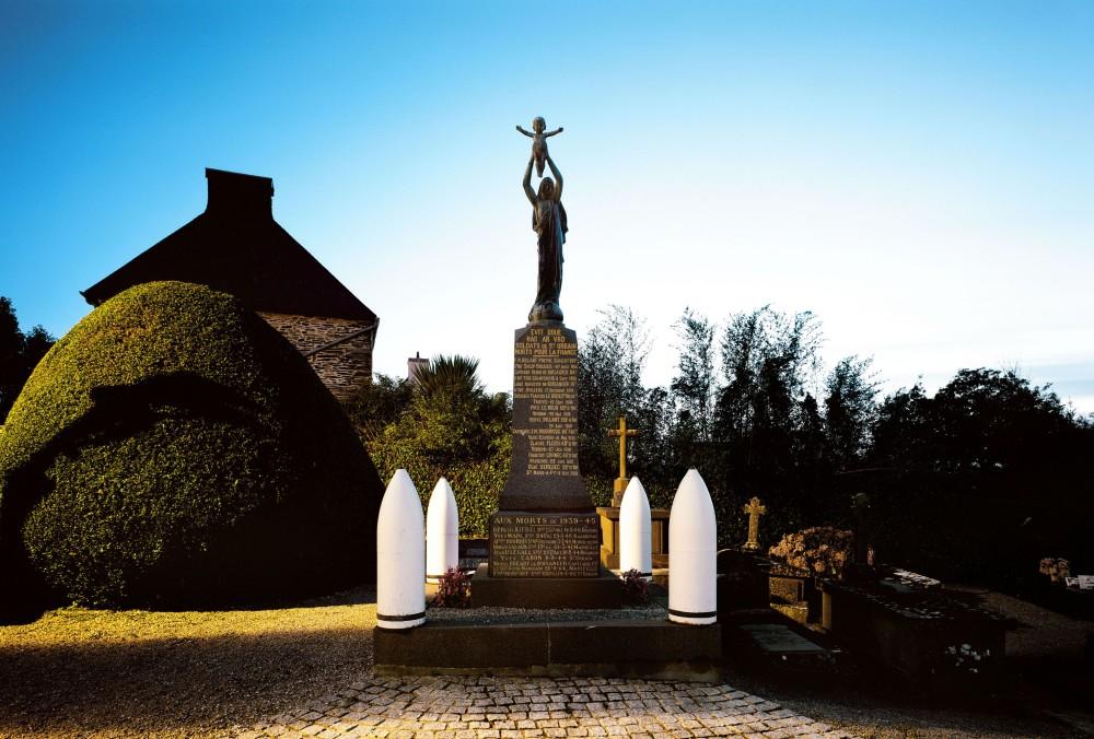 STELES - Saint Urbain 45 -