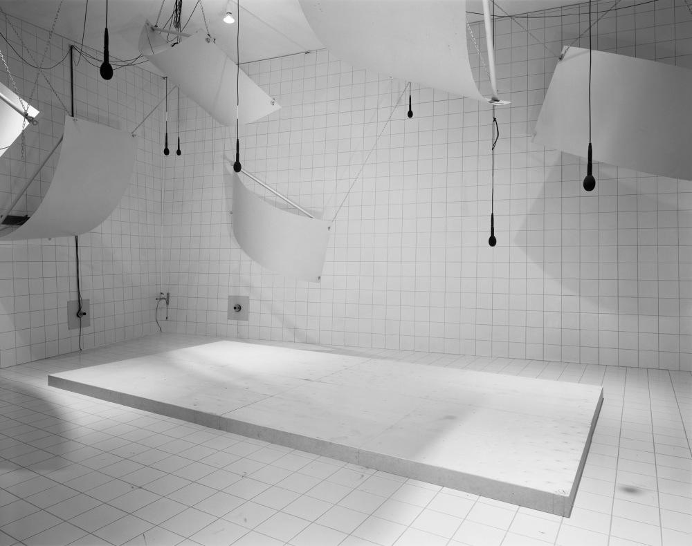 13- LC - Laboratory (Microphones), 1999, 112,5x137,5cm