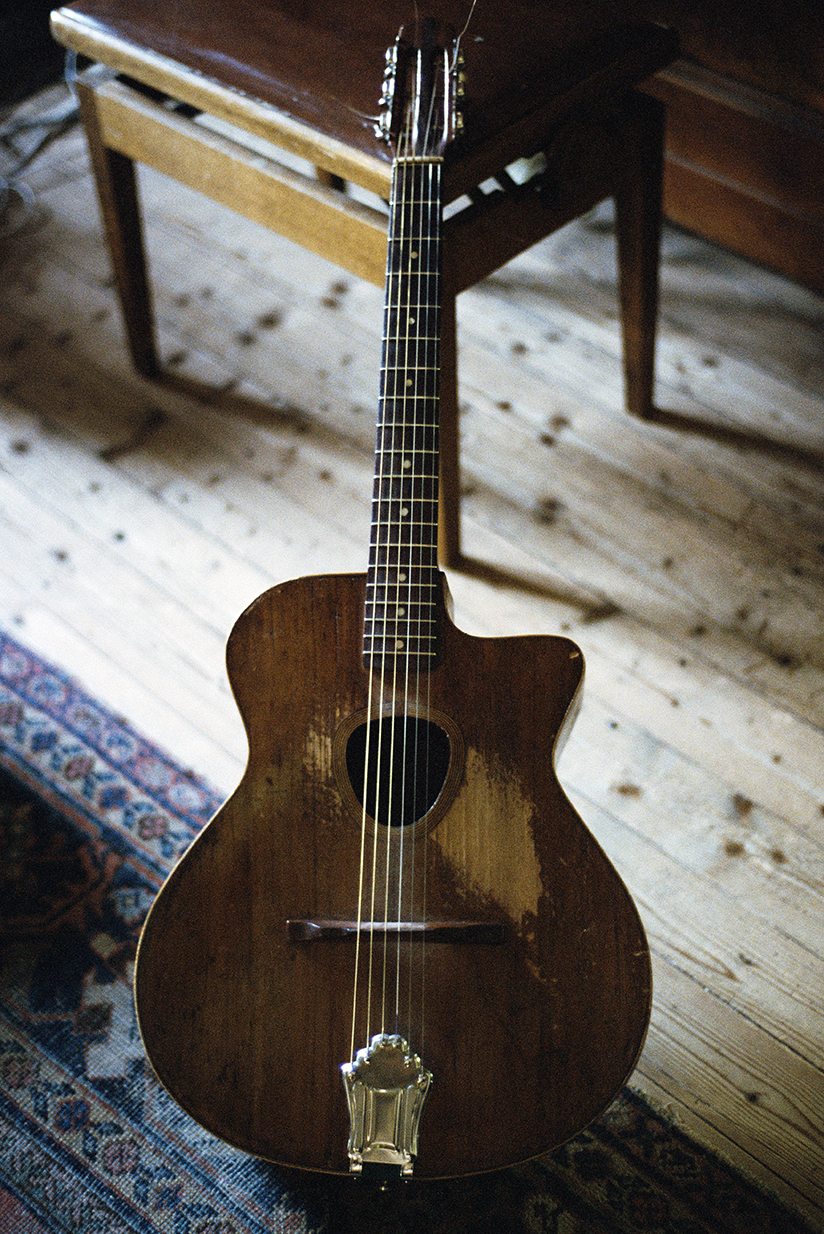 3 Guitare d'Henri Crolla (offerte a Higelin)