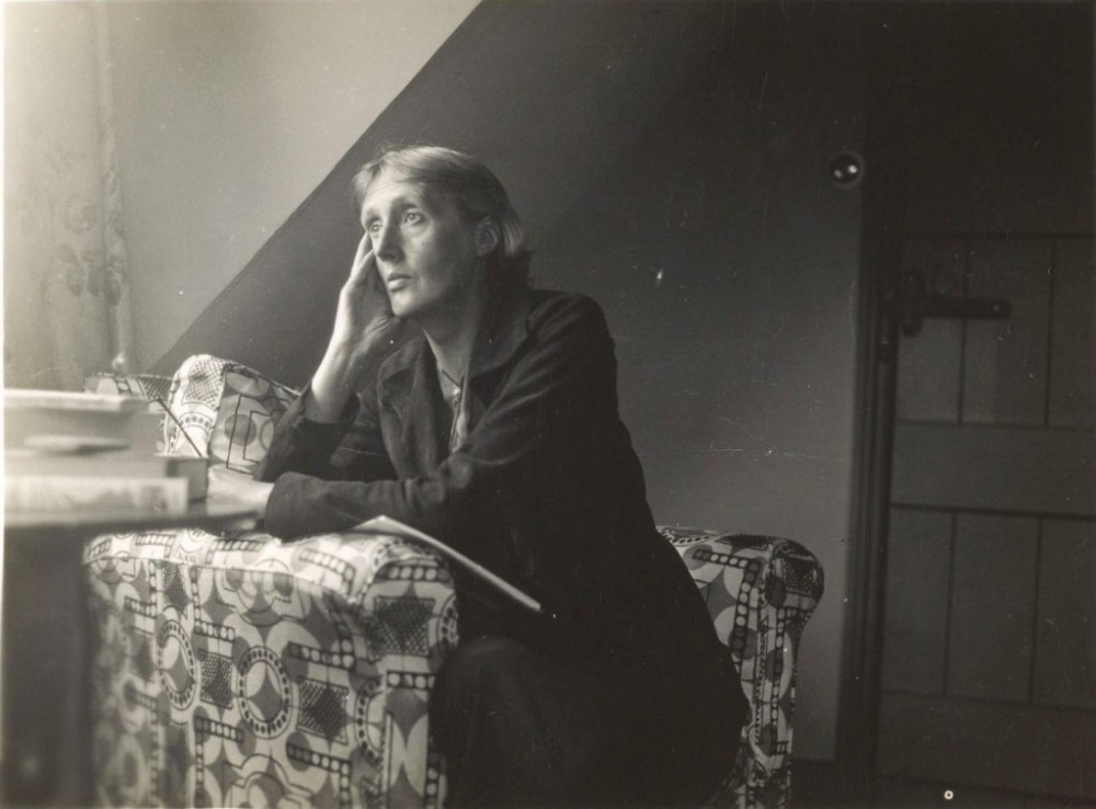 Virginia_Woolf_at_Monks_house-1024x756