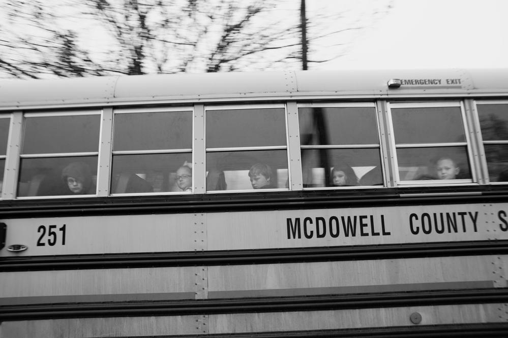 Louise Honée We love where we live -Schoolbus PROMO