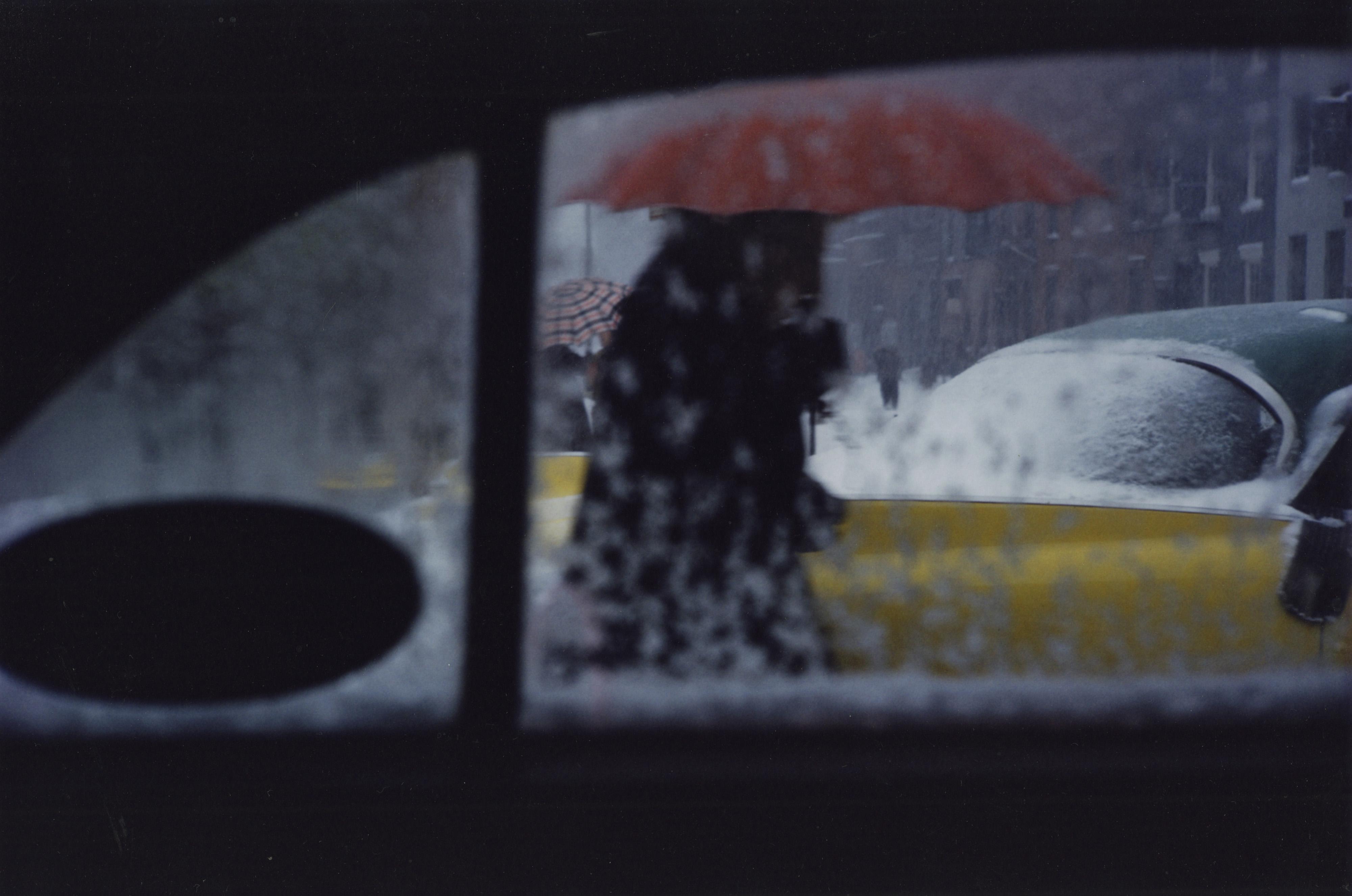 9-Saul Leiter _Red Umbrella 1955
