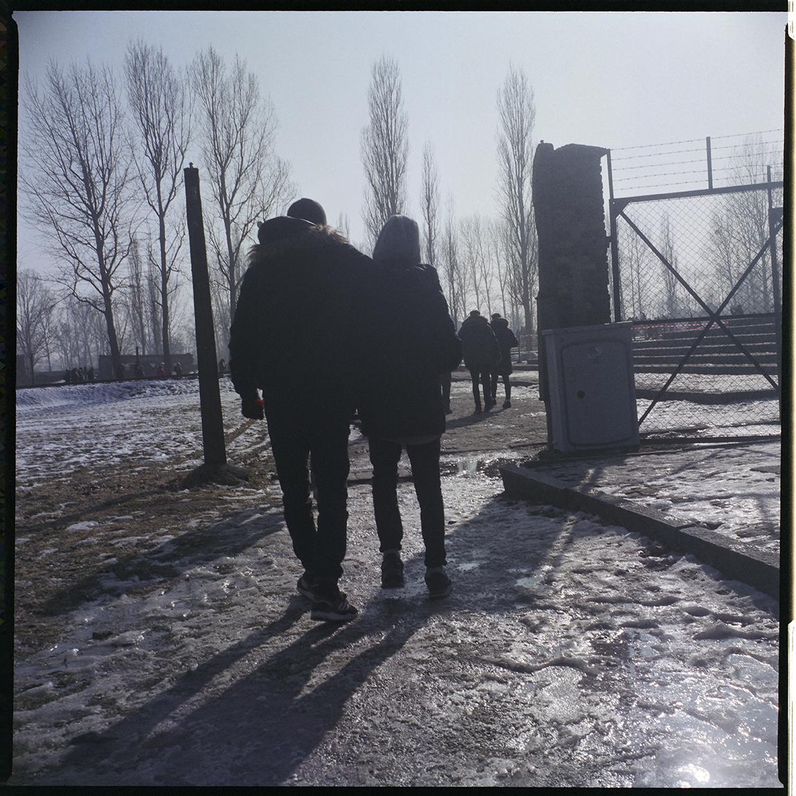 3_oswiecim_deux garçons_site