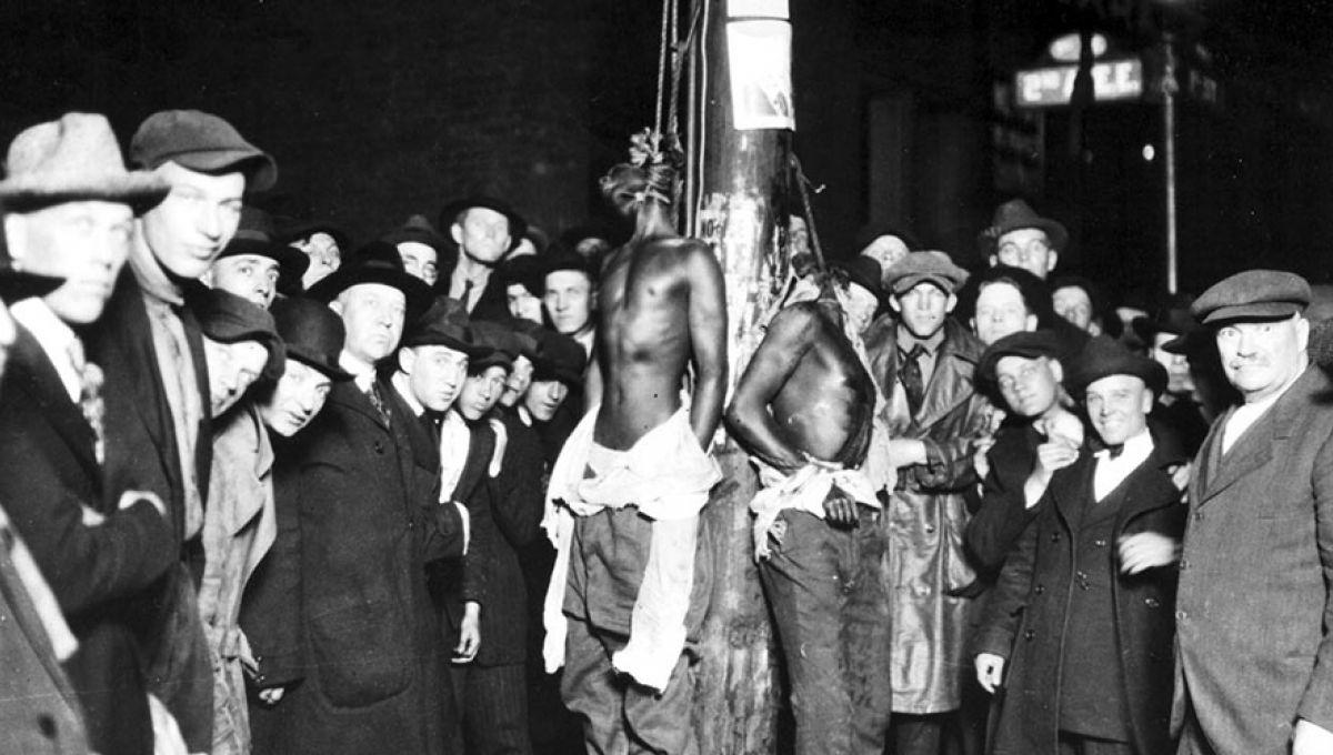 duluth-lynching-postcard-1090