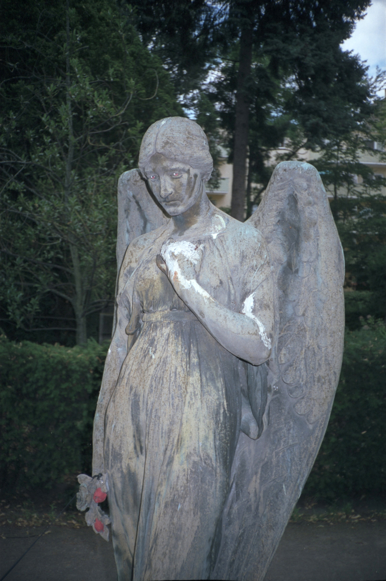 Statue cimetière de Neukoln à Berlin